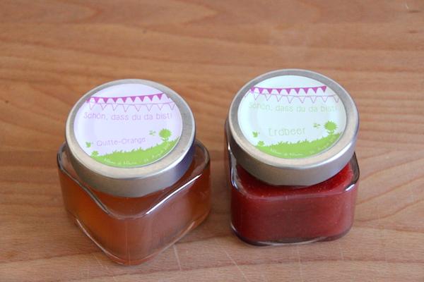 ideen f r gastgeschenke kleine marmeladengl ser mit etiketten joinmygift blog. Black Bedroom Furniture Sets. Home Design Ideas