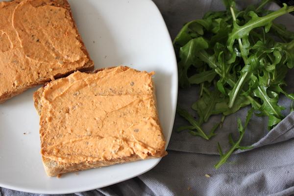 Rezept für mediterrane Tramezzini mit Ruccola & Pesto Rosso Frischkäse Dip