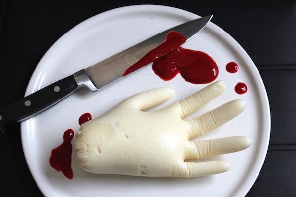 Leichenhand aus Grieß Halloween Gag