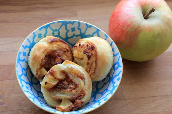 Apfel Nuss Zimtschnecken aus Blätterteig