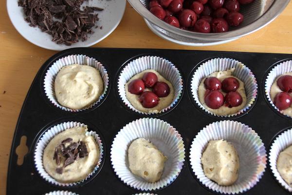 Kirsch Muffins mit Schokosplittern Anleitung