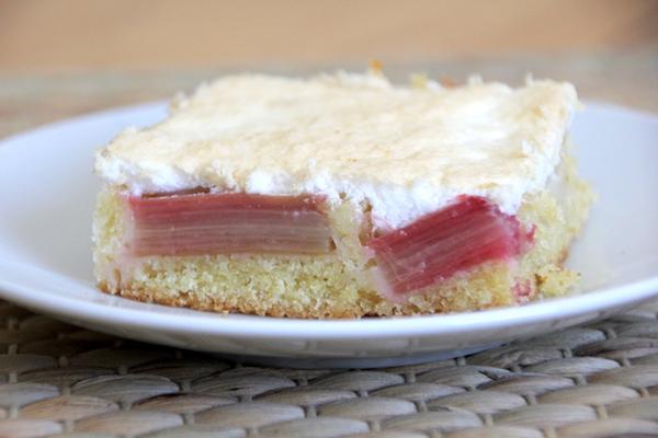 Schneller Rhabarberkuchen mit Baiser Rezept