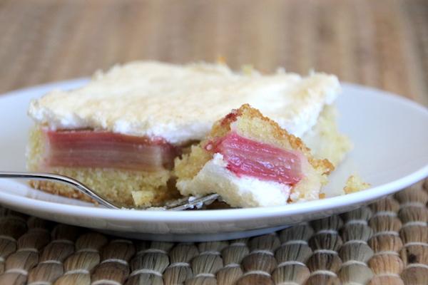 Rhabarberkuchen mit Baiser Rezept