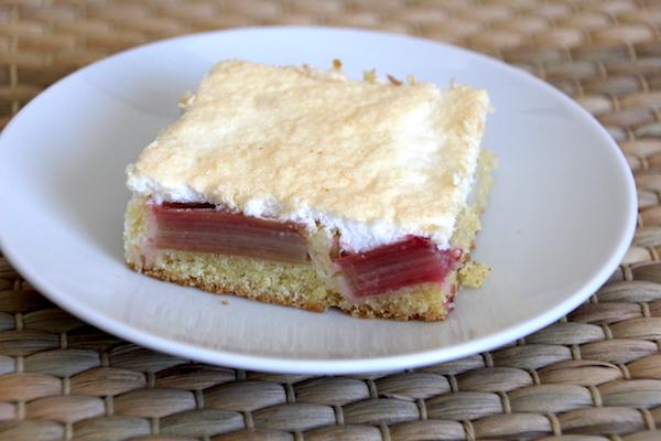 Rhabarberkuchen mit Eischnee Rezept