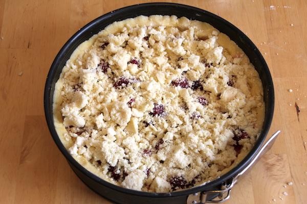 Schmand Pudding Streuselkuchen mit Himbeeren Zubereitung