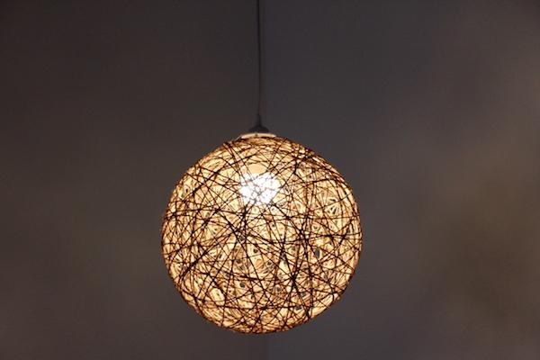 DIY Faden Lampe aus Bast oder Paketschnur selber machen Anleitung